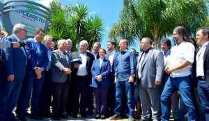 Ex-ministro da Agricultura é imortalizado na Calçada da Fama da Expodireto