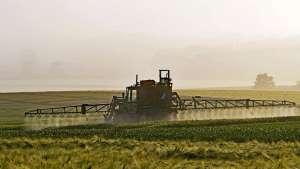 Registro de agrotóxico aumentou, mas venda diminuiu em 2017, diz Mapa