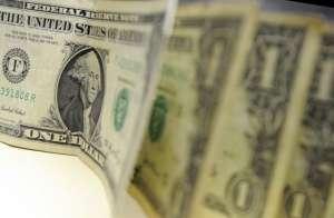 Dólar se aproxima de R$ 4 com incerteza sobre reforma da Previdência