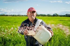 Previdência rural pode não ser incluída na reforma, admite Guedes