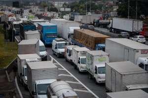 Parte dos caminhoneiros ameaça greve dia 29
