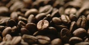 Café arábica testa reação técnica e sobe 40 pts nesta tarde de 6ª feira na Bolsa de Nova York