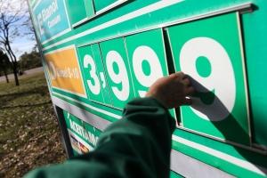 Diesel: Petrobras volta atrás e adia reajuste no preço do combustível