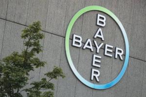 Bayer afunda na bolsa após justiça declarar herbicida cancerígeno