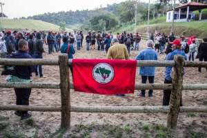 Invasão de terra tem que ser tratada como terrorismo, diz Bolsonaro