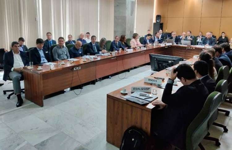 CNA discute crédito e seguro rural no Ministério da Agricultura